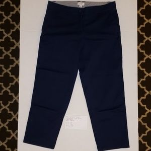 Crown and Ivy navy capri pants size 6